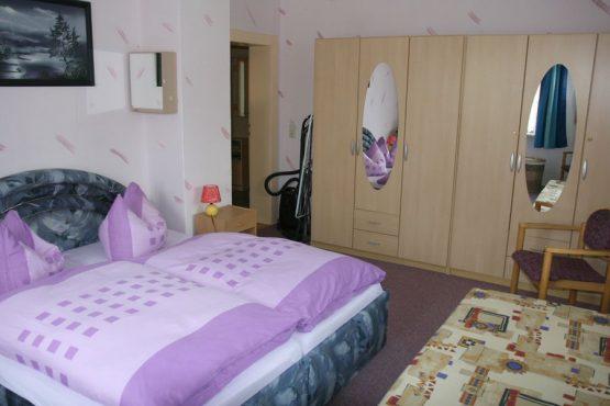 04-schlafzimmer